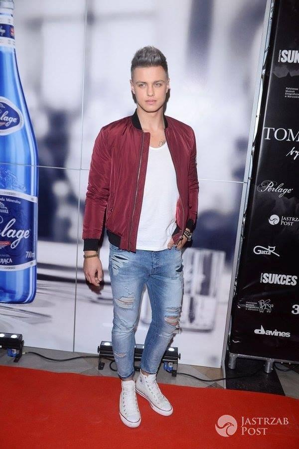 Rafał Jonkisz w nowej fryzurze na pokazie marki Tomaotomo 2016