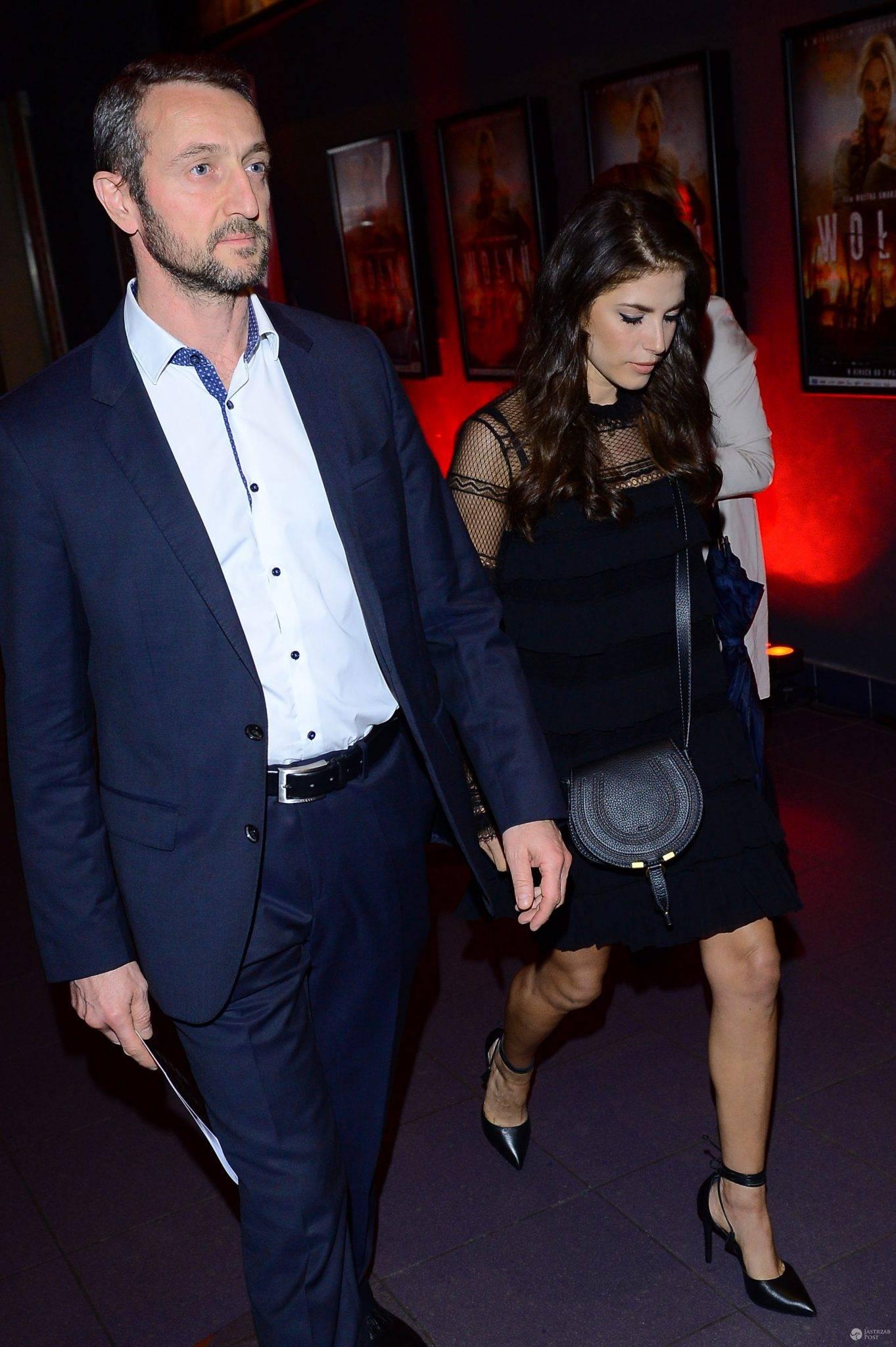 Weronika Rosati z partnerem Robertem Śmigielskim na premierze filmu Wołyń