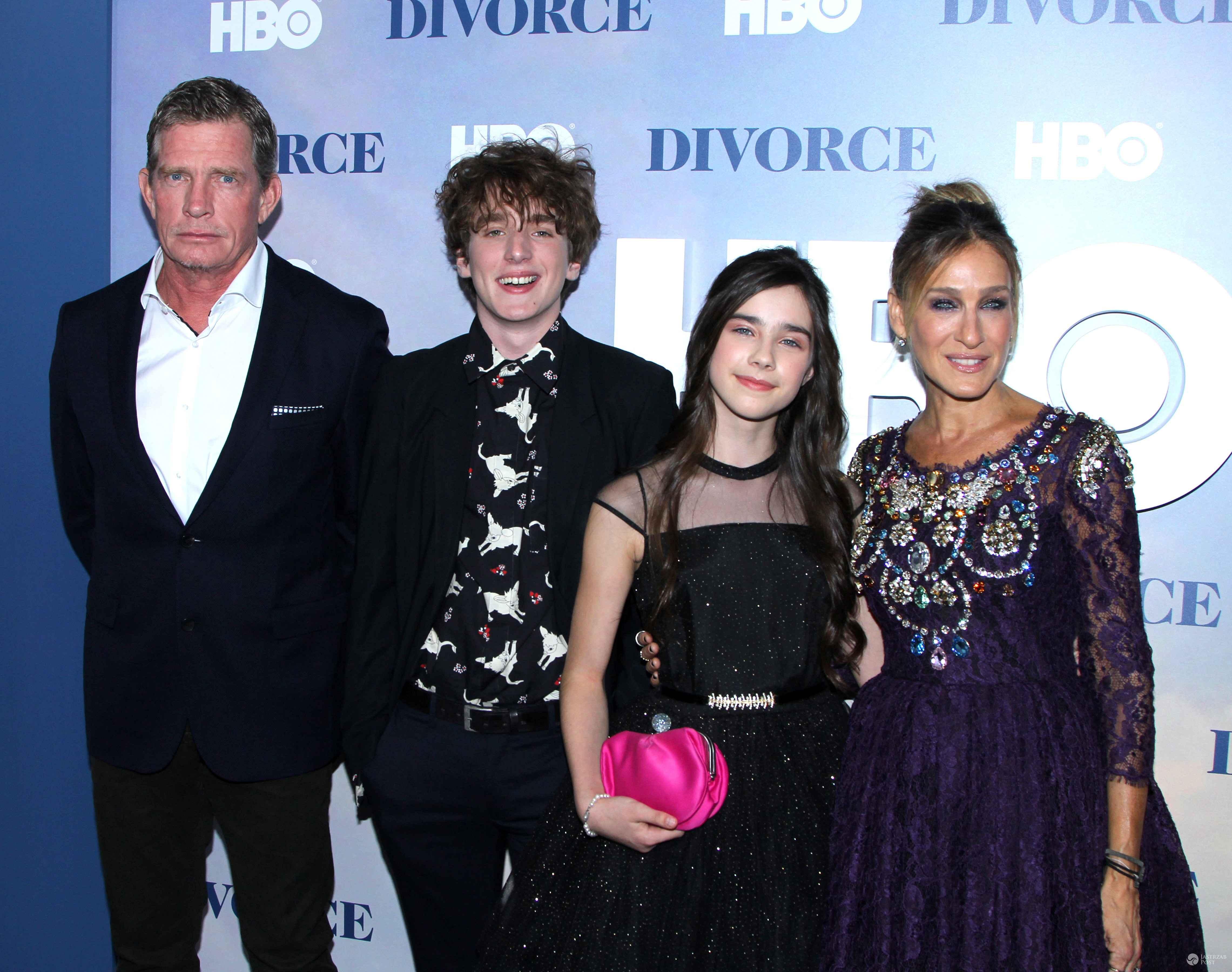 "Thomas Haden Church, Charlie Kilgore, Sterling Jerins i Sarah Jessica Parker na premierze serialu ""Divorce"""