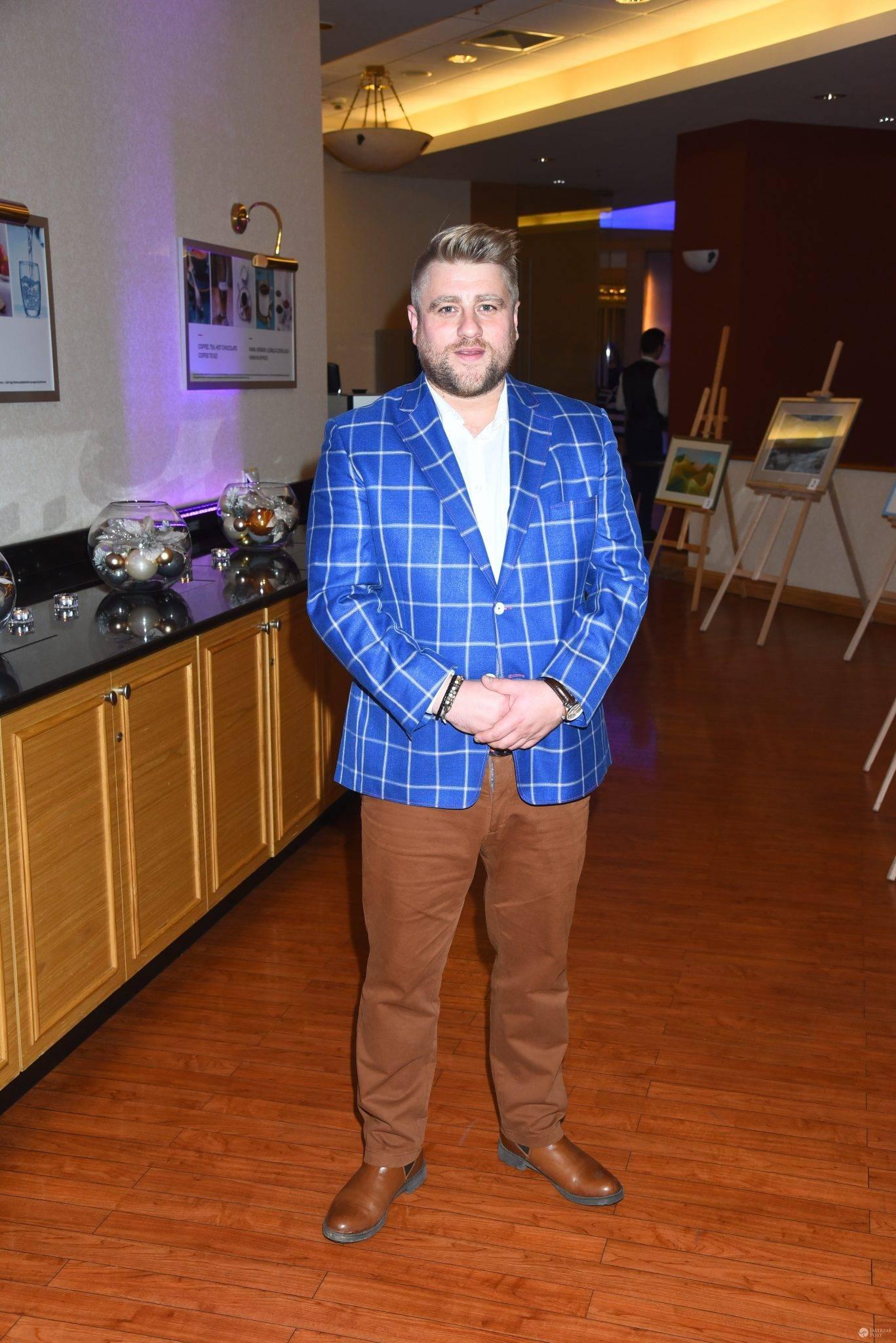 Tomasz Jakubiak na spotkaniu świątecznym stowarzyszenia SOS Wioski Dziecięce