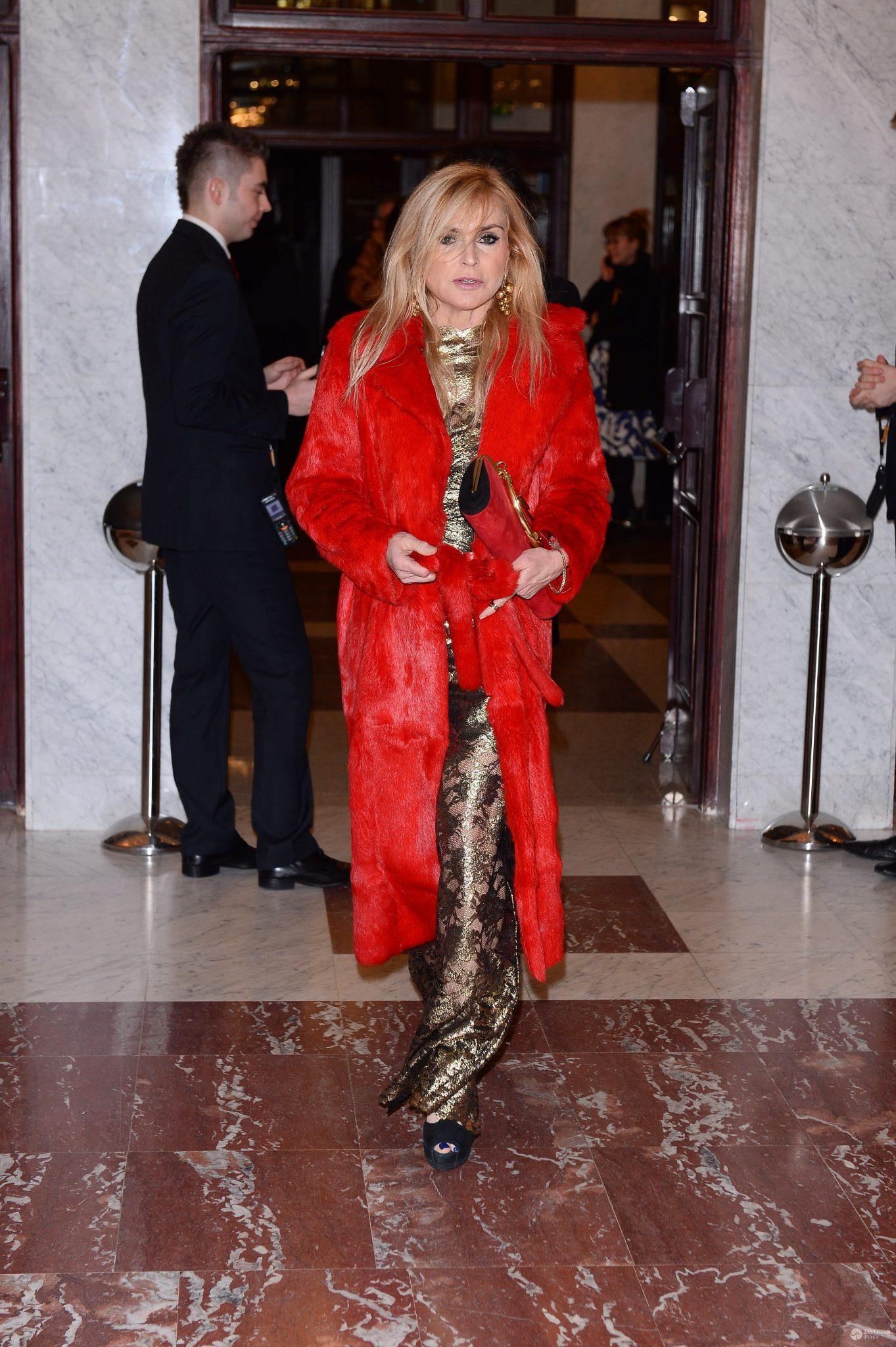 Monika Olejnik w czerwonym futrze