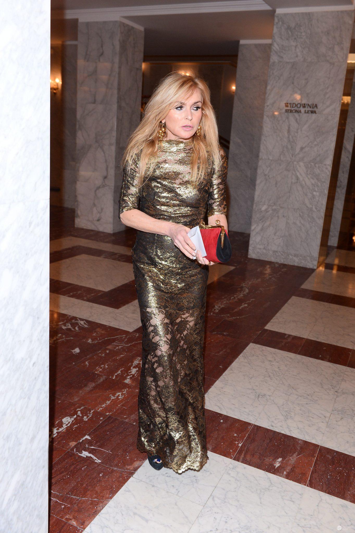 Monika Olejnik w złotej sukience