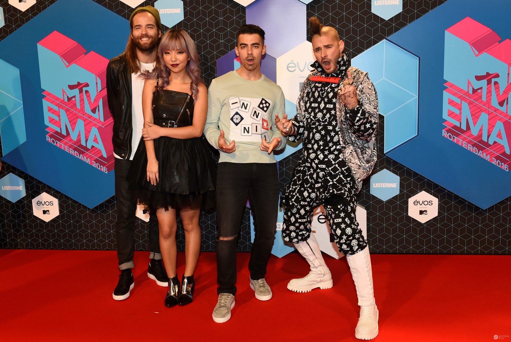 DNCE: Jack Lawless, JinJoo Lee, Joe Jonas i Cole Whittle - MTV EMA 2016