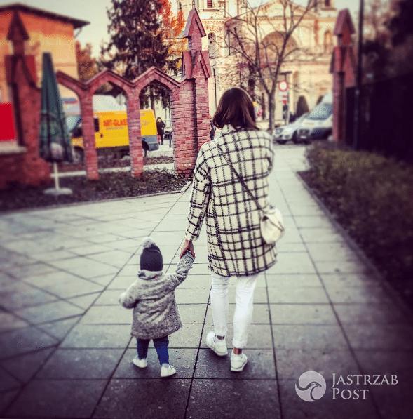 Ania Wendzikowska z córką na spacerze