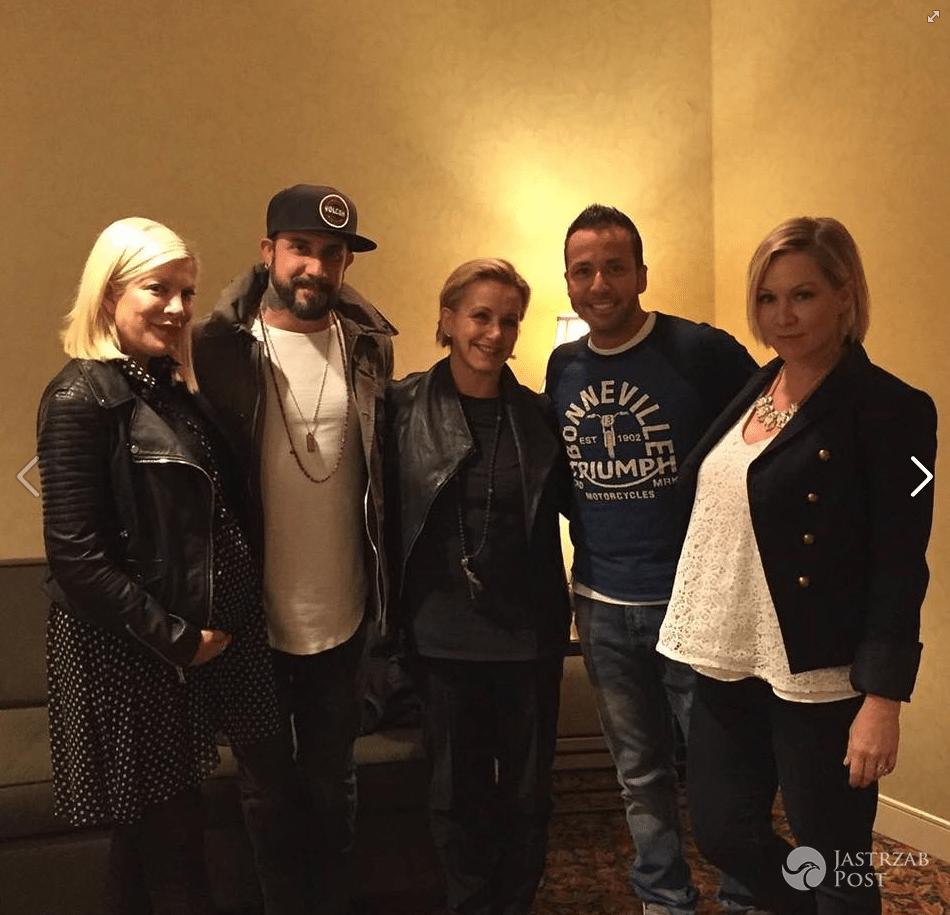 Gwiazdy serialu Beverly Hills 90210 z członkami zespołu Backstreet Boys