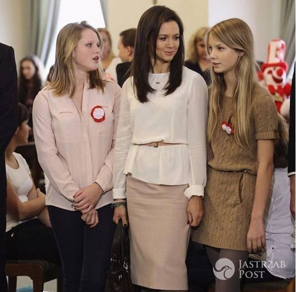 Kinga Rusin z córkami obchodzi Święto Niepodległości