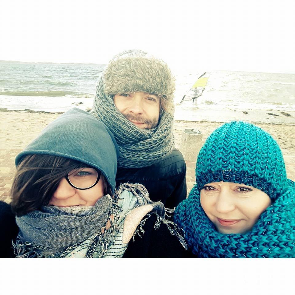 Dominika Gwit z partnerem i mamą nad morzem