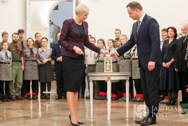 Agata Duda i Andrzej Duda na spotkaniu z harcerzami. Zdjęcia 2016 fot. twitter.com