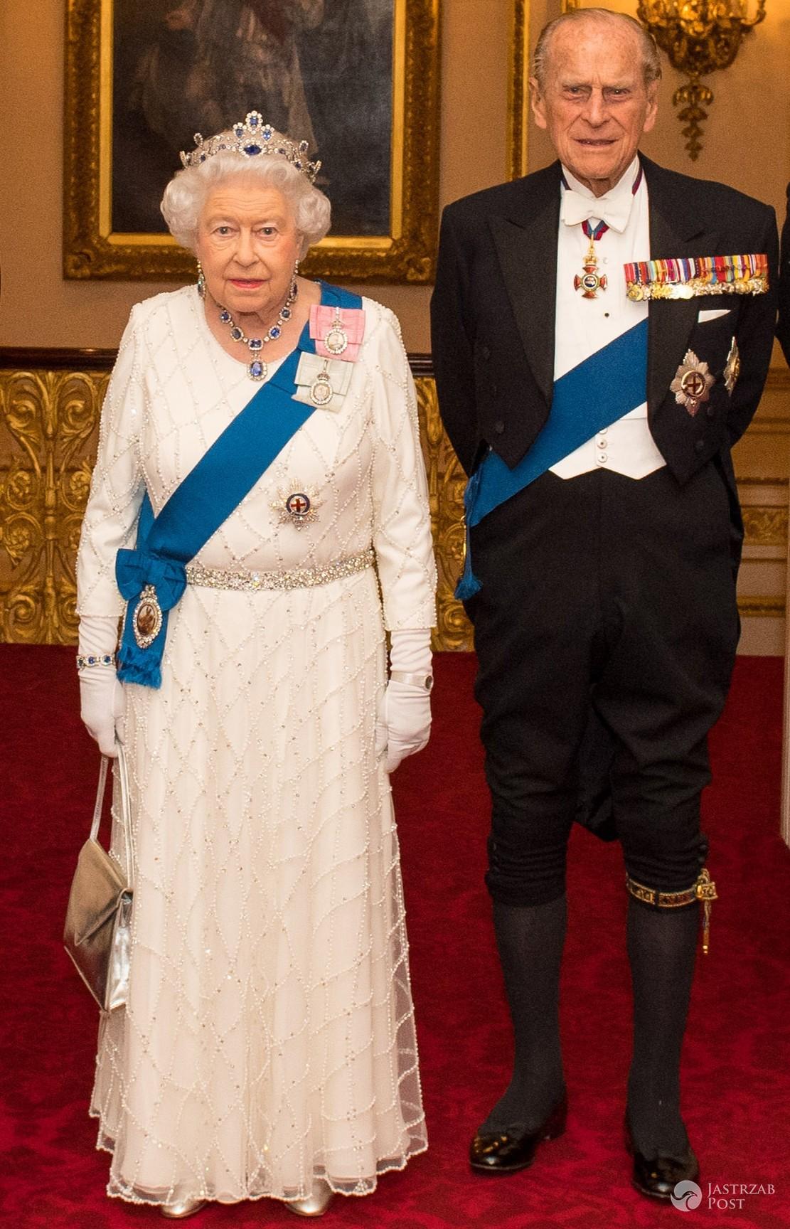 Królowa Elżbieta II i Książę Filip na przedświątecznej kolacji dyplomatycznej w Pałacu Buckingham