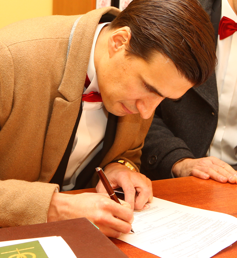 Jarosław Bieniuk na podpisaniu umowy z TVN. Wystąpi w programie Mali Giganci 3