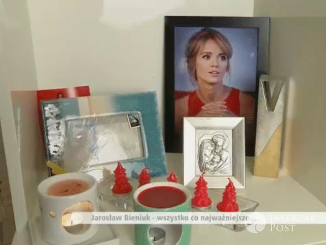 Zdjęcie (4) Zdjęcia z domu Bieniuka. Kibicując Idze Świątek pokazał pamiątki po Ani Przybylskiej. Zajmują szczególne miejsce
