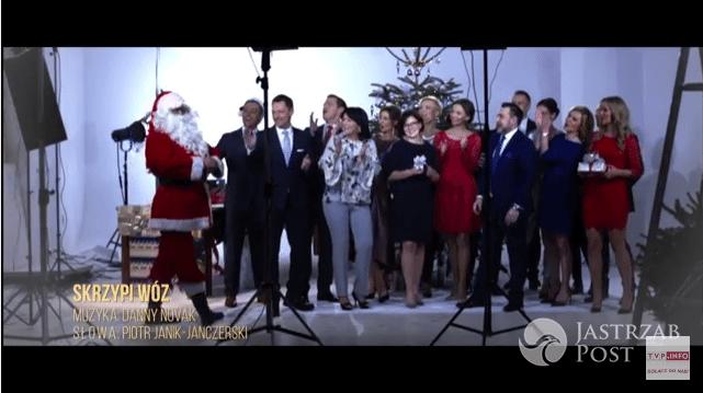Dziennikarze TVP śpiewają pastorałkę