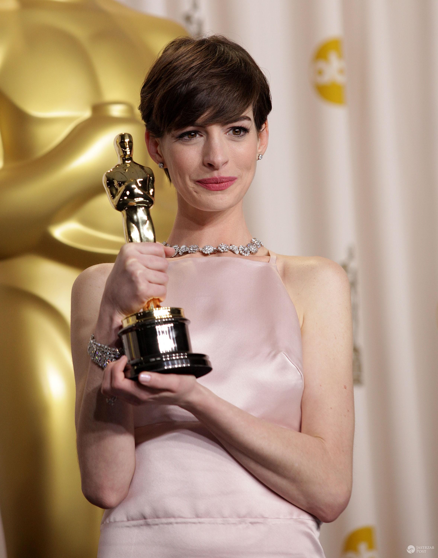 Anne Hathaway odbierając Oscara była tylko pozornie szczęśliwa