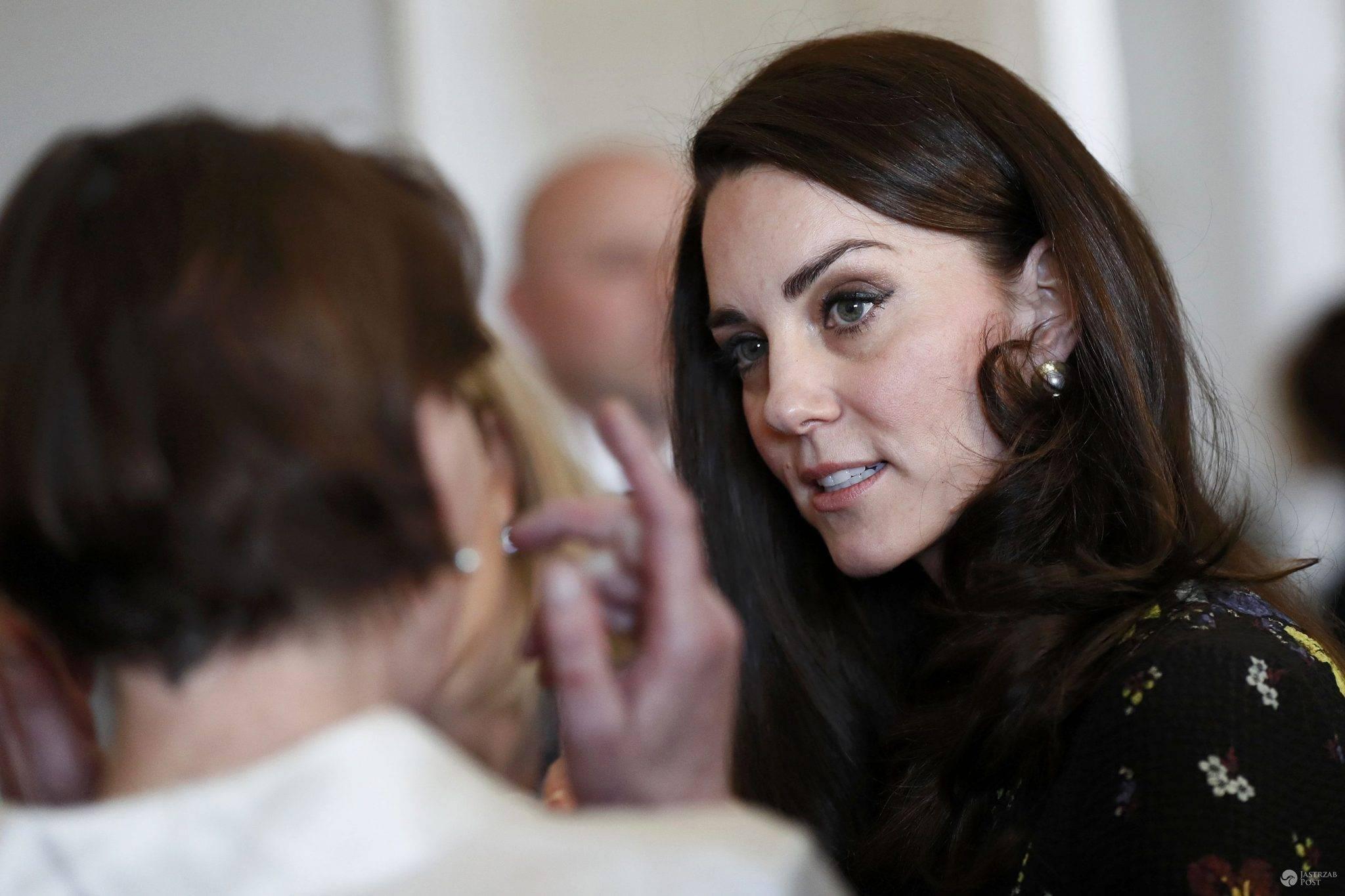 Co się dzieje z twarzą księżnej Kate?