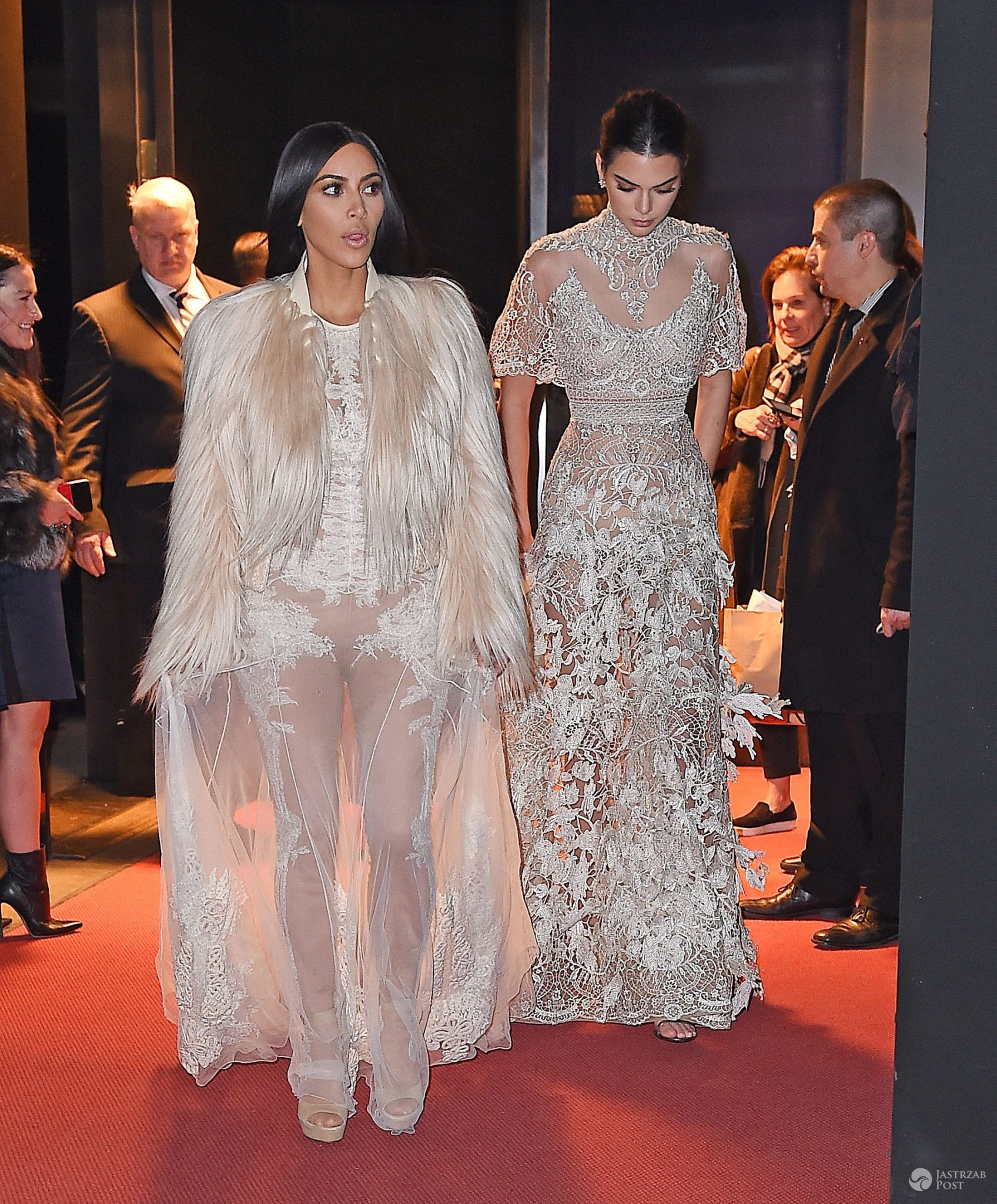 Kim Kardashian i Kendall Jenner w wieczorowych kreacjach