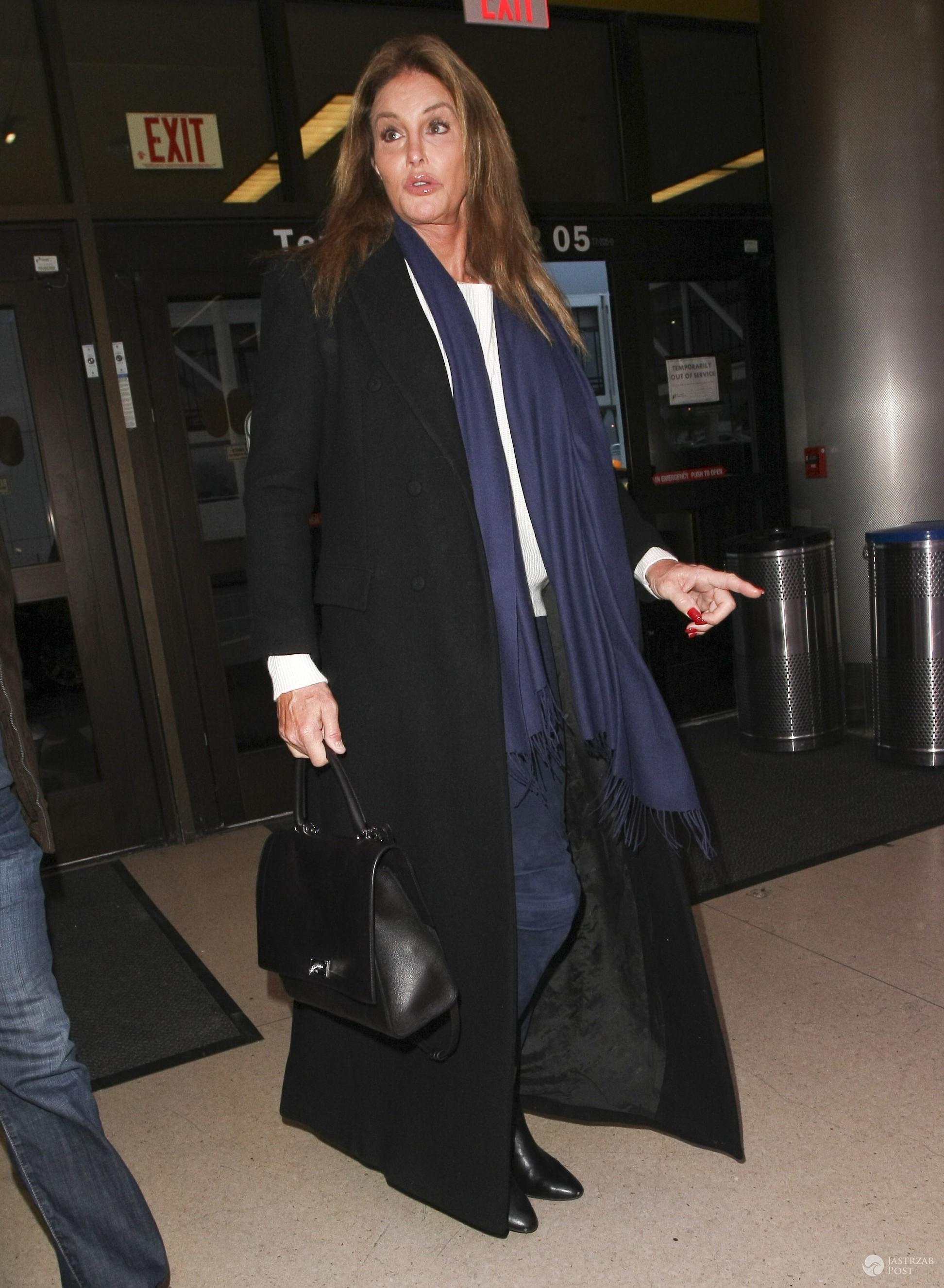 Caitlyn Jenner w długim płaszczu