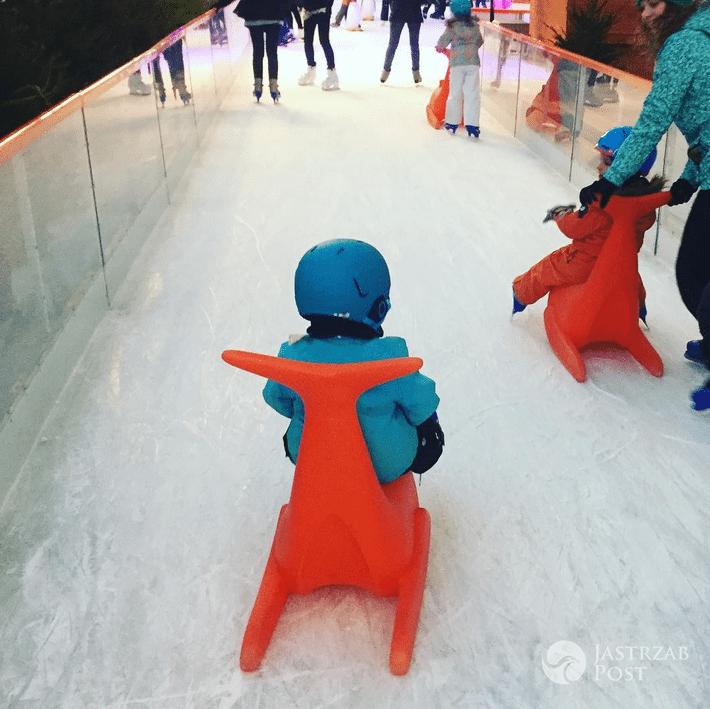 Sonia Bohosiewicz z dzieckiem na lodowisku na Stadionie Narodowym - Instagram