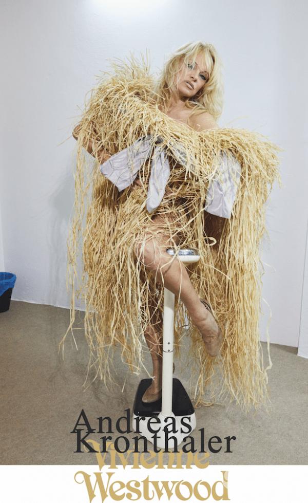 Pamela Anderson w sukience z siana
