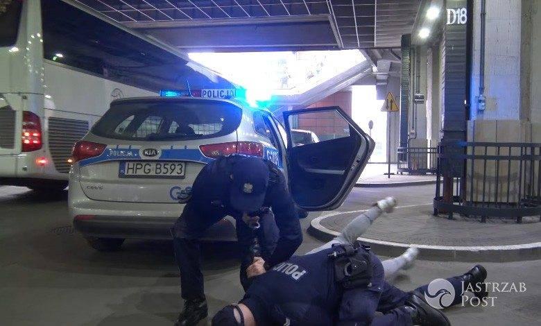 Sylwester Wardęga skuty przez policję