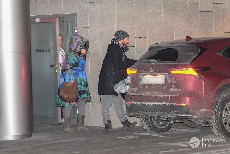 Natalia Kukulska i Michał Dąbrówka wychodzą ze szpitala - paparazzi