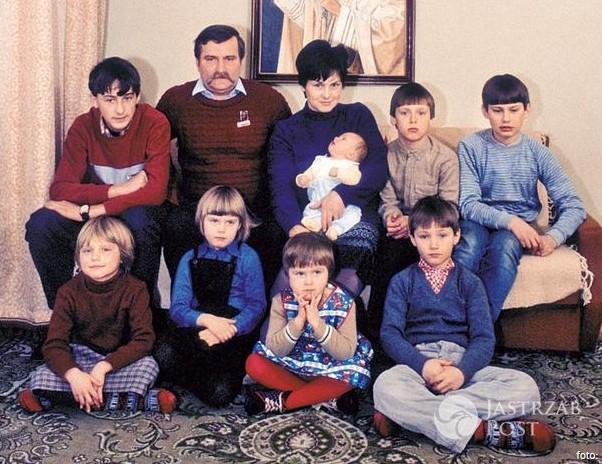 Rodzina Wałęsów - GÓRA: Bogdan, tata Lech, mama Danuta, Brygida, Przemysław, Sławek; DÓŁ: Magda, Ania, Wiktora, Jarosław