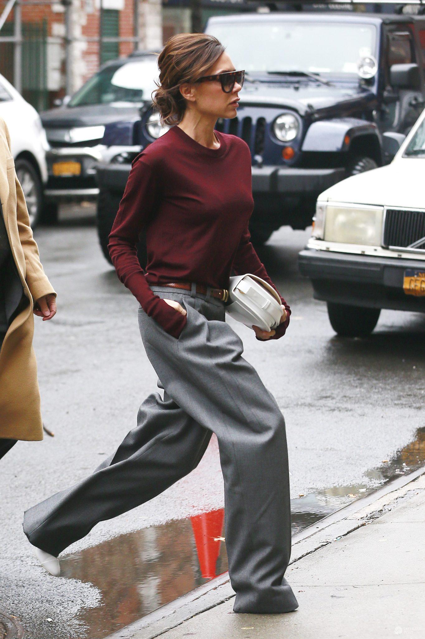 Victoria Beckham w długich spodniach