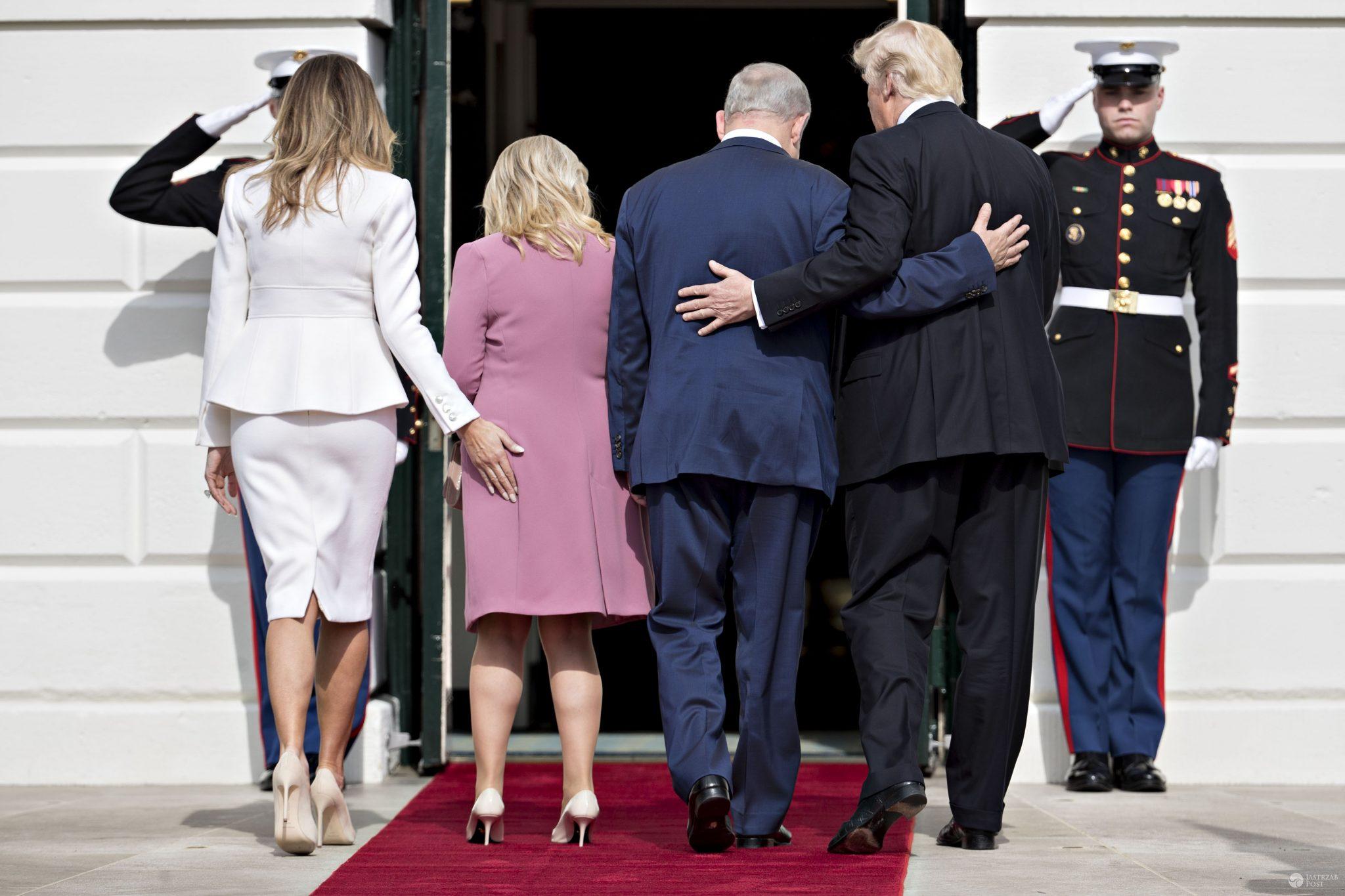 Dłoń Melanii Trump znalazła się przypadkowo na pupie żony premiera Izraela, Sary Netanjahu