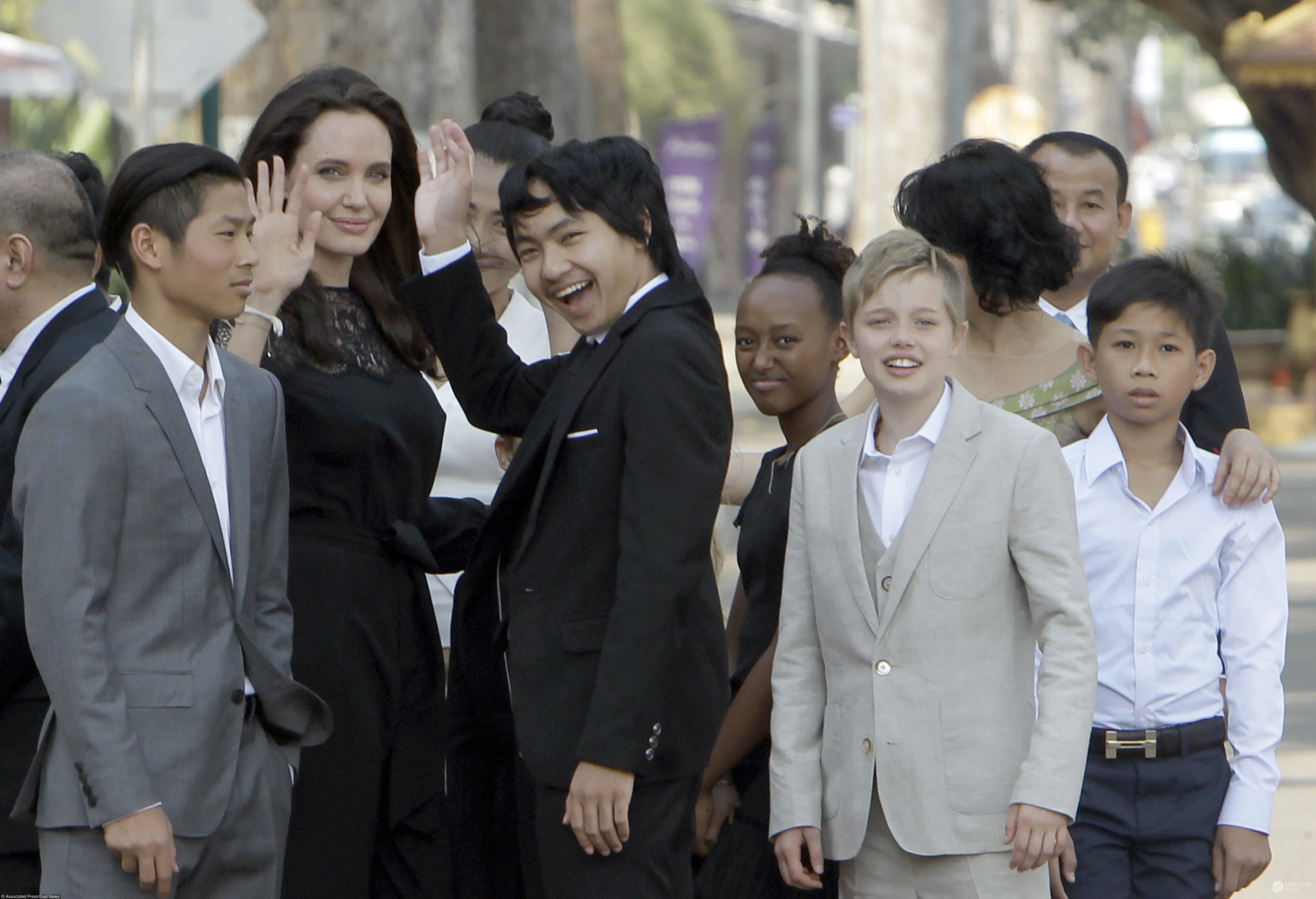 Angelina Jolie z dziećmi w Kambodży