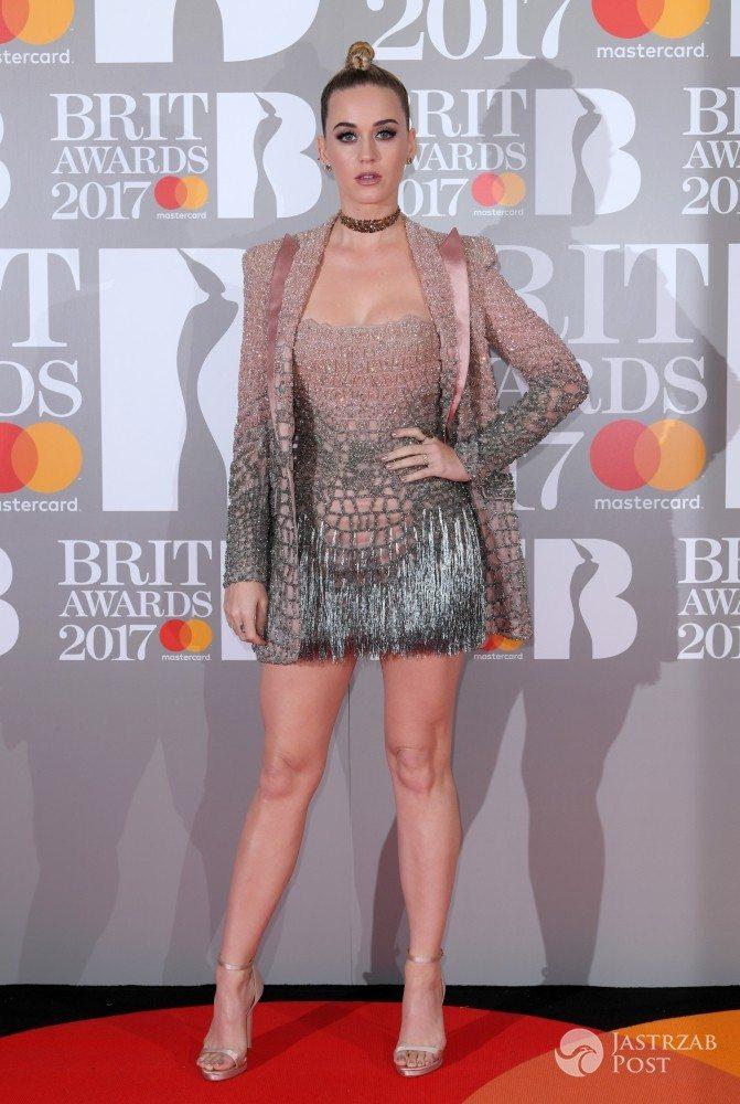 Zdjęcie (14) Internauci śmieją się z tej stylizacji Katy Perry. Cętki i panterka to nic przy tych butach