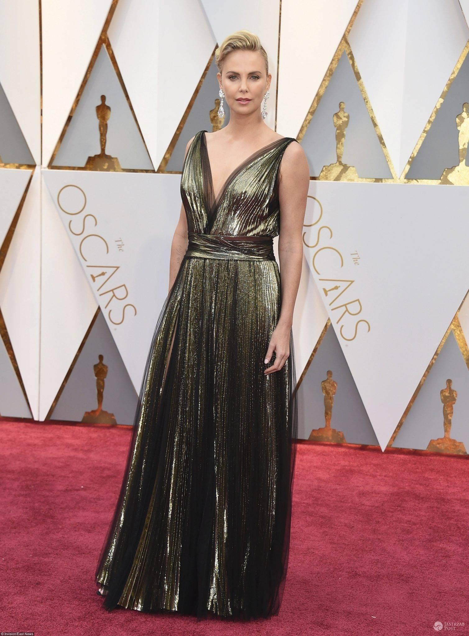 Charlize Theron - Oscary 2017 (kreacja: Dior)