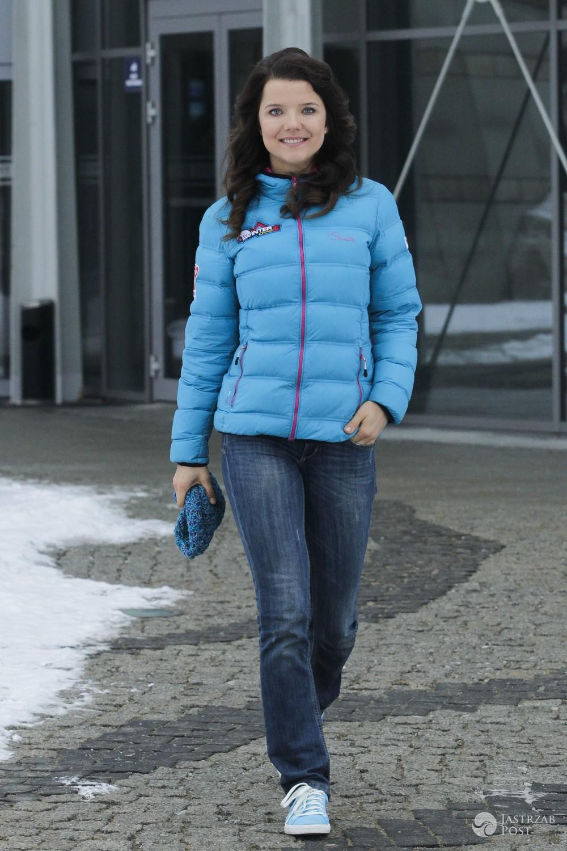 Joanna Jabłczyńska wychodzi ze studia Pytania na śniadanie - paparazzi