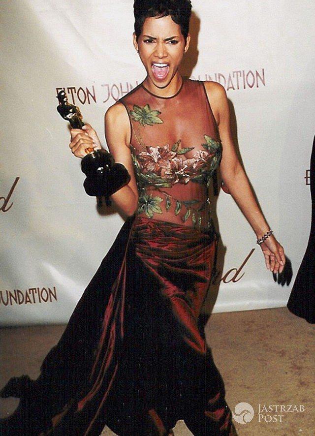 Najpiękniejsze kreacje Oscarów: Halle Berry (2002)