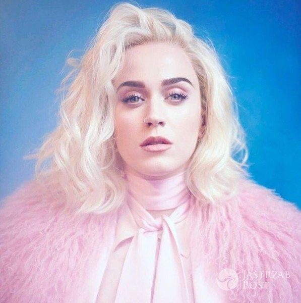 Zdjęcie (15) Internauci śmieją się z tej stylizacji Katy Perry. Cętki i panterka to nic przy tych butach
