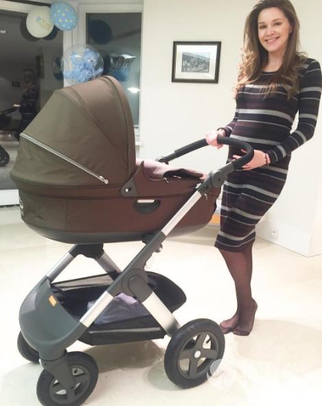 Zdjęcia ciężarnej Natalii Jakuły z wózkiem dziecięcym