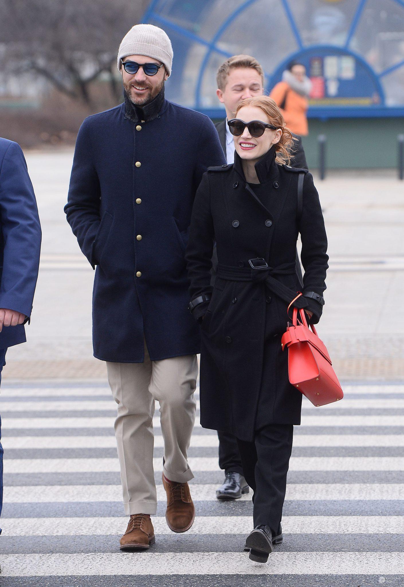 Jessica Chastain wsparła protest w Warszawie! Najpierw mocne przesłanie do Polek, a potem udział w marszu! Mamy zdjęcia [WIDEO] - Jessica Chastain na Międzynarodowym Strajku Kobiet w Warszawie