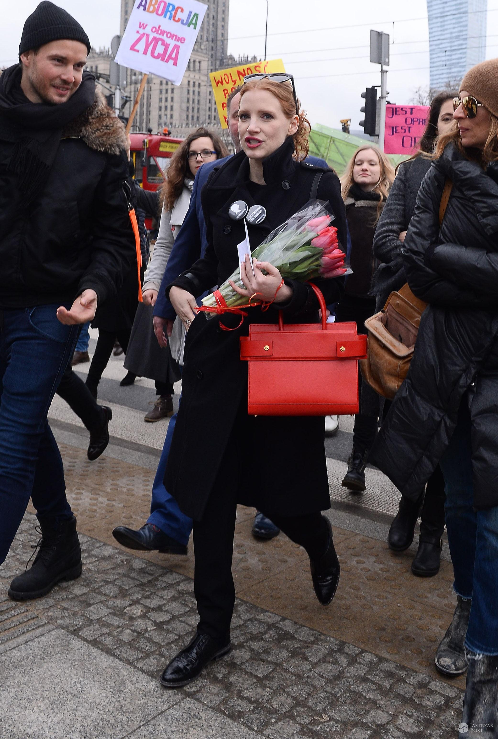 Gwiazdy na strajku w Międzynarodowy Dzień Kobiet! Anja Rubik, Martyna Wojciechowska, Agata Młynarska [GALERIA + WIDEO] - Jessica Chastain – Międzynarodowy Strajk Kobiet 2017