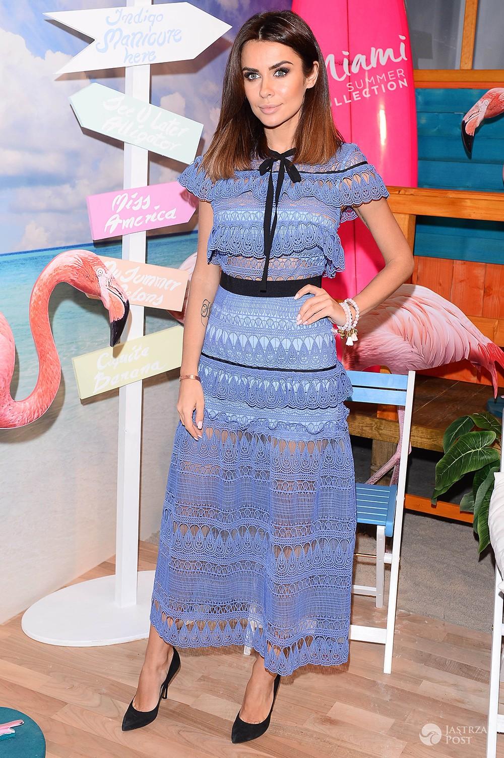 Natalia Siwiec w błękitnej sukience