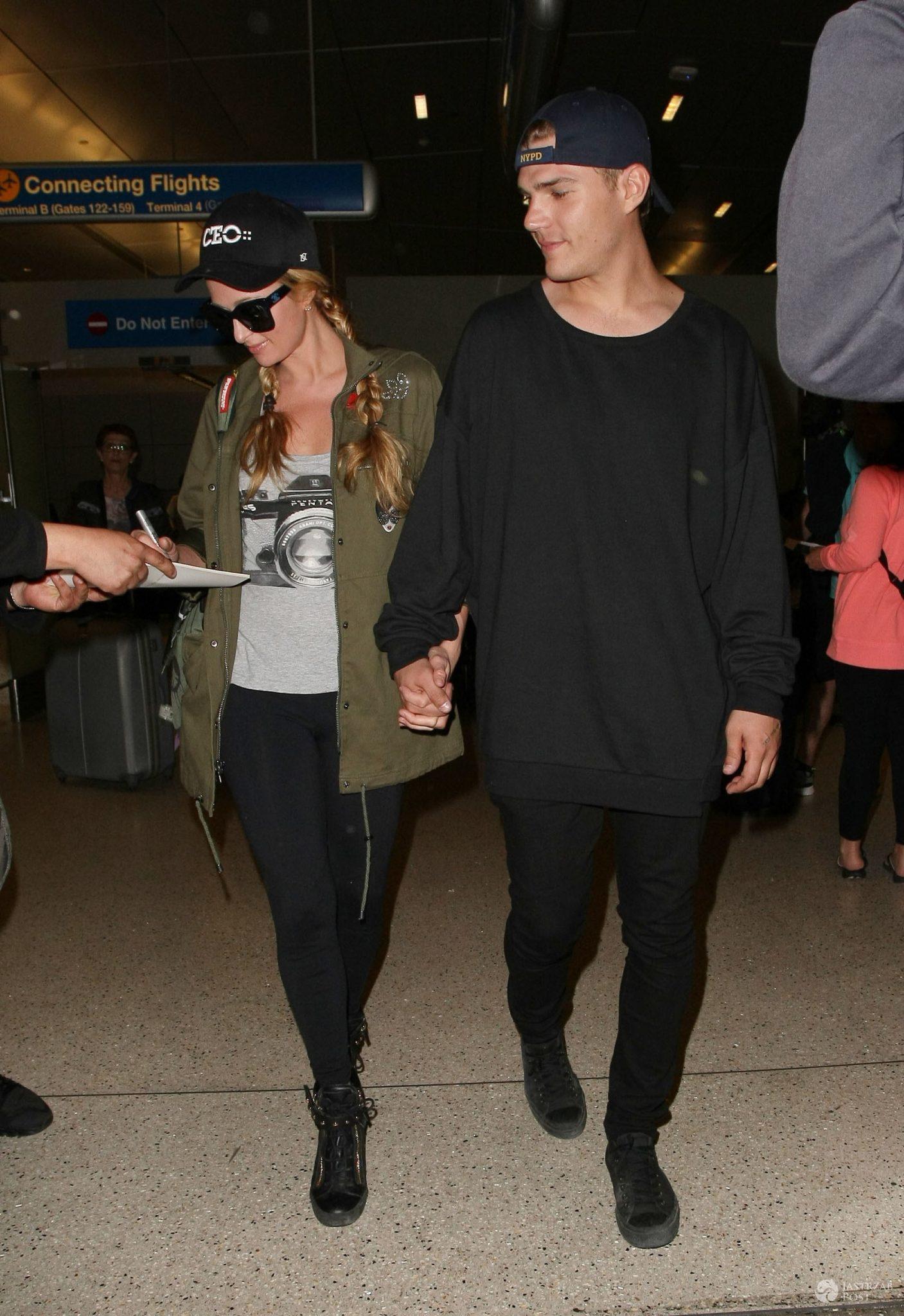 Paris Hilton i Chris Zylka wracają z wakacji z Meksyku