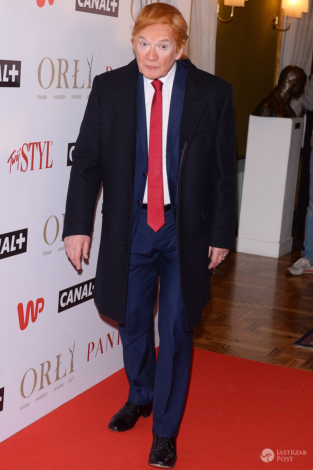 Andrzej Seweryn w przebraniu Donalda Trumpa