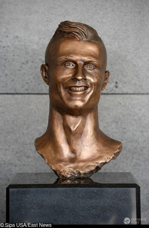 Cristiano Ronaldo popiersie z brązu na lotnisku na Maderze (fot. East News)