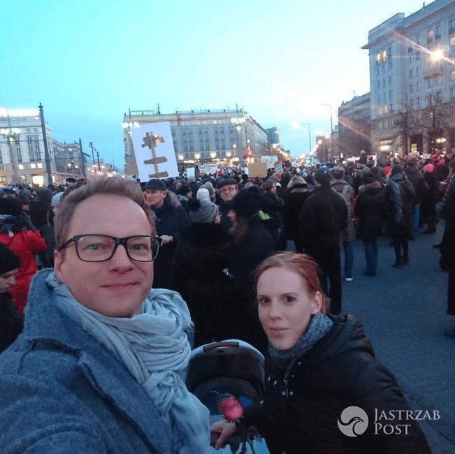Gwiazdy na strajku w Międzynarodowy Dzień Kobiet! Anja Rubik, Martyna Wojciechowska, Agata Młynarska [GALERIA + WIDEO] - Maciej Stuhr – Międzynarodowy Strajk Kobiet 2017