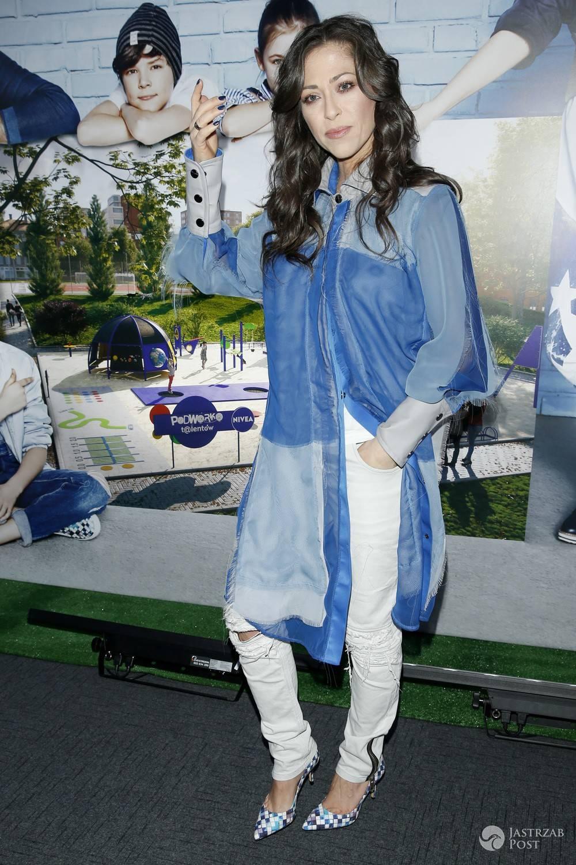 Natalia Kukulska w niebiesko-białej stylizacji