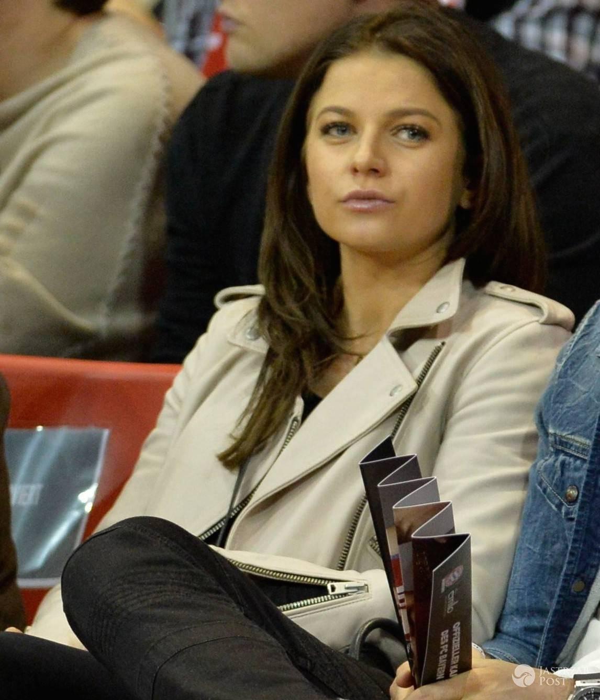 Anna Lewandowska w ósmym miesiącu ciąży na meczu koszykówki (fot. Eastnews)
