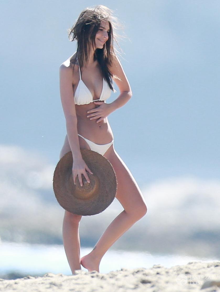 Emily Ratajkowski w bikini - ciało modelki