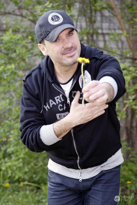 Szymon Wydra urodził się 11 marca 1976 roku