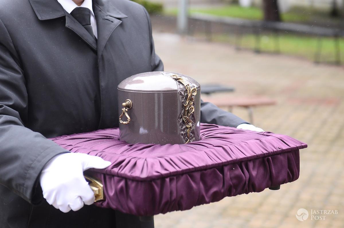Urna z prochami - pogrzeb Witolda Pyrkosza