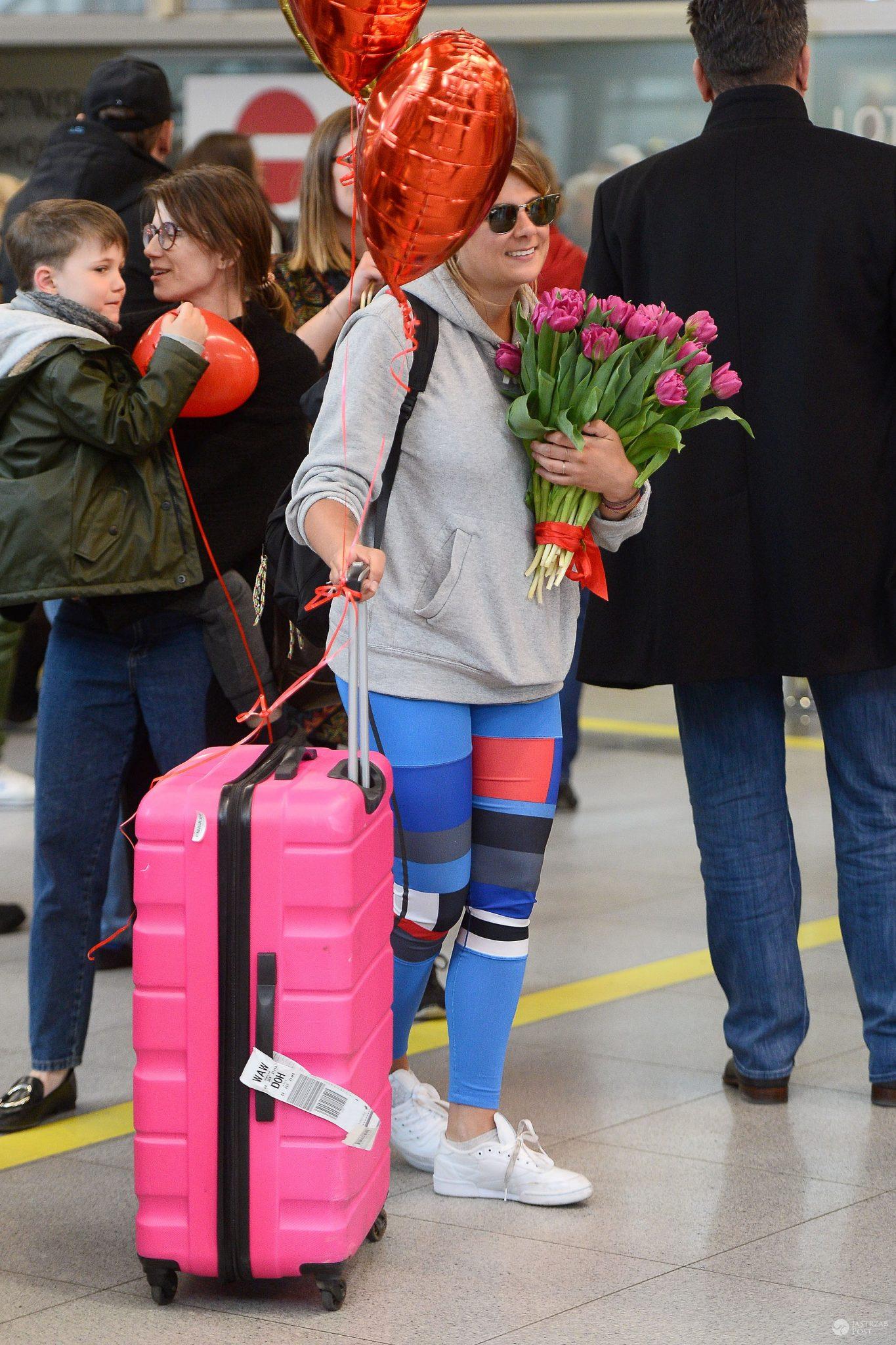 Marta Wierzbicka na lotnisku z różową walizką. Ona też wróciła z Azja Express 2 21.04.2017
