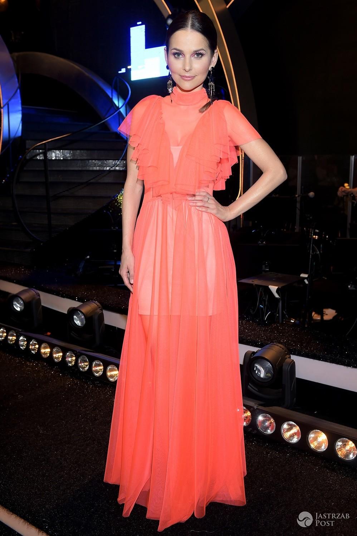 Paulina Sykut-Jeżyna w czerwonej sukni