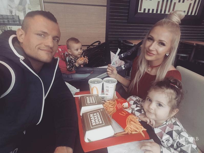 Eliza i Trybson z Warsaw Shore z dziećmi w McDonald's