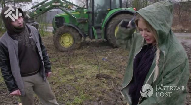 Ola Ciupa wywozi obornik na wsi
